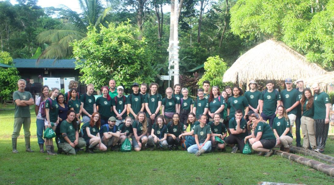 Voluntarios de Conservación disfrutando el primer día de su voluntariado grupal.